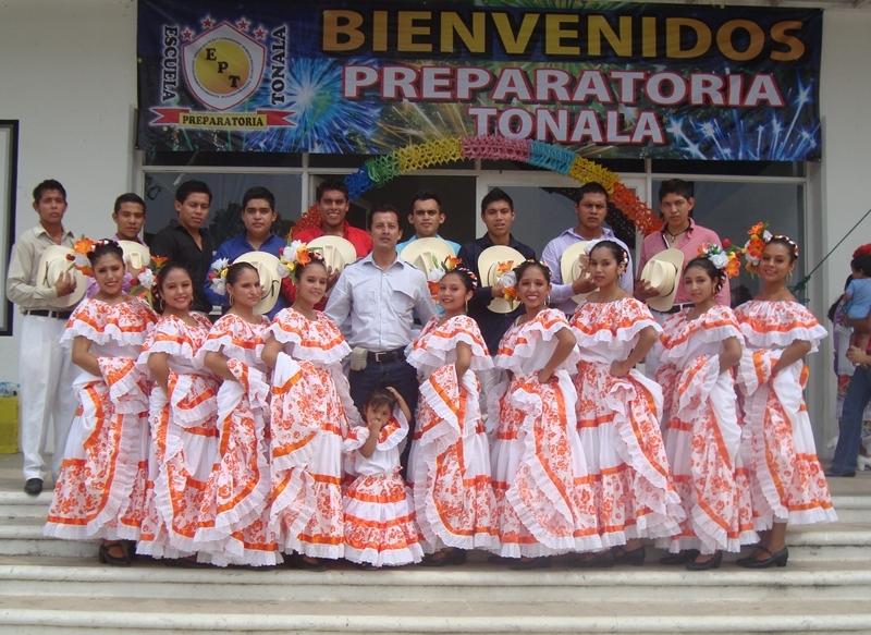 Traje de Sinaloa Costa, Grupo Folklórico Tleyancuic de Copainalá Chiapas, México.