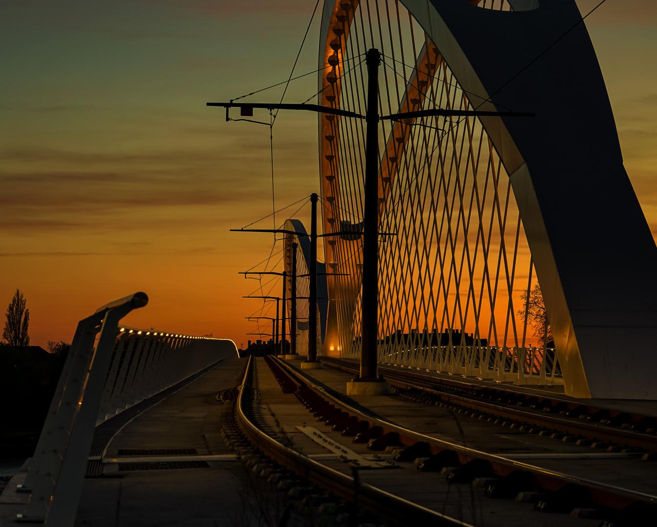 Tram Brücke im Sonnenuntergang