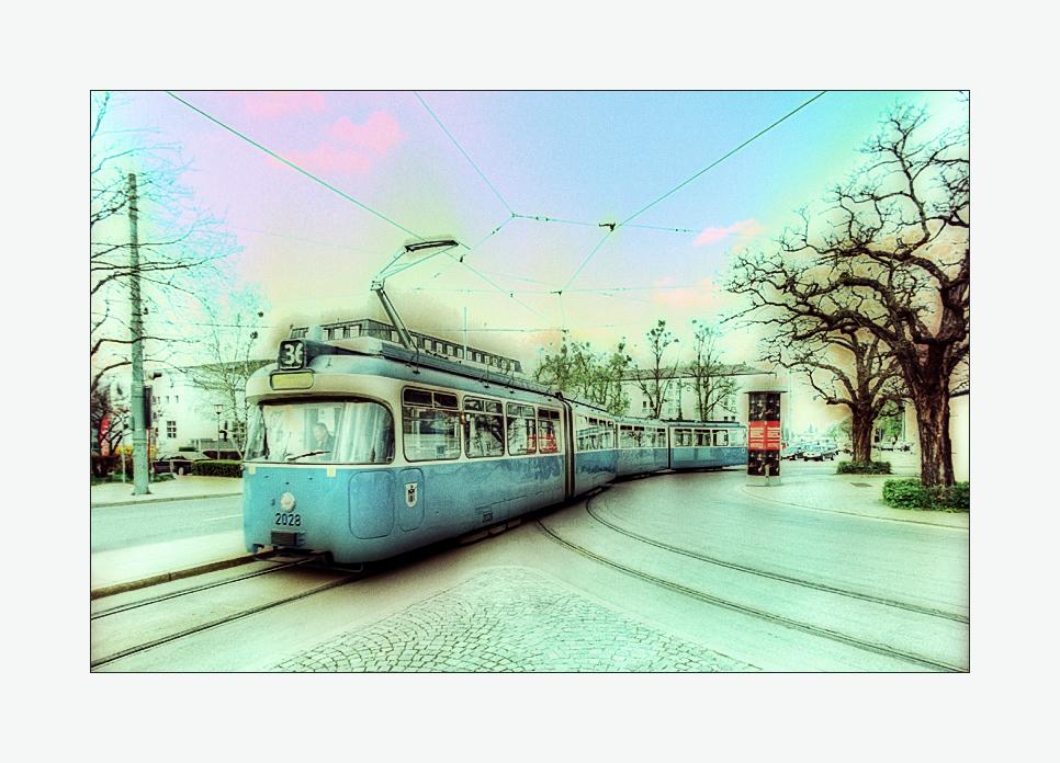 Tram der Linie 36 am Romanplatz in München-Neuhausen