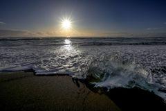 tramonto in spiaggia con ghiaccio