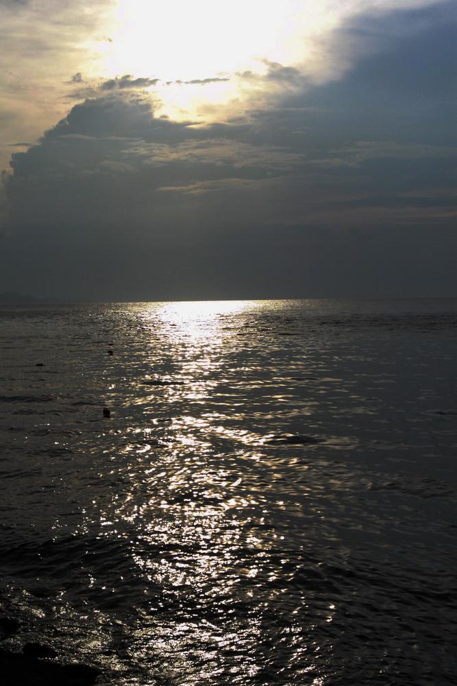 tramonto nell'oceano pacifico