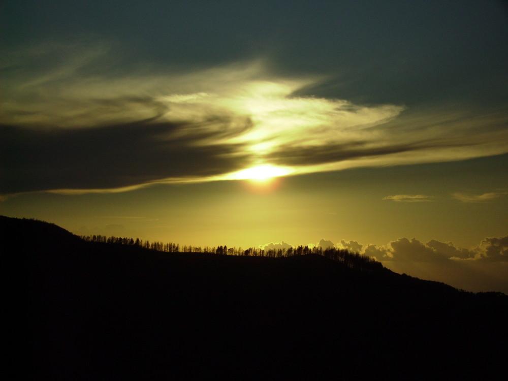 tramonto sopra la cenere