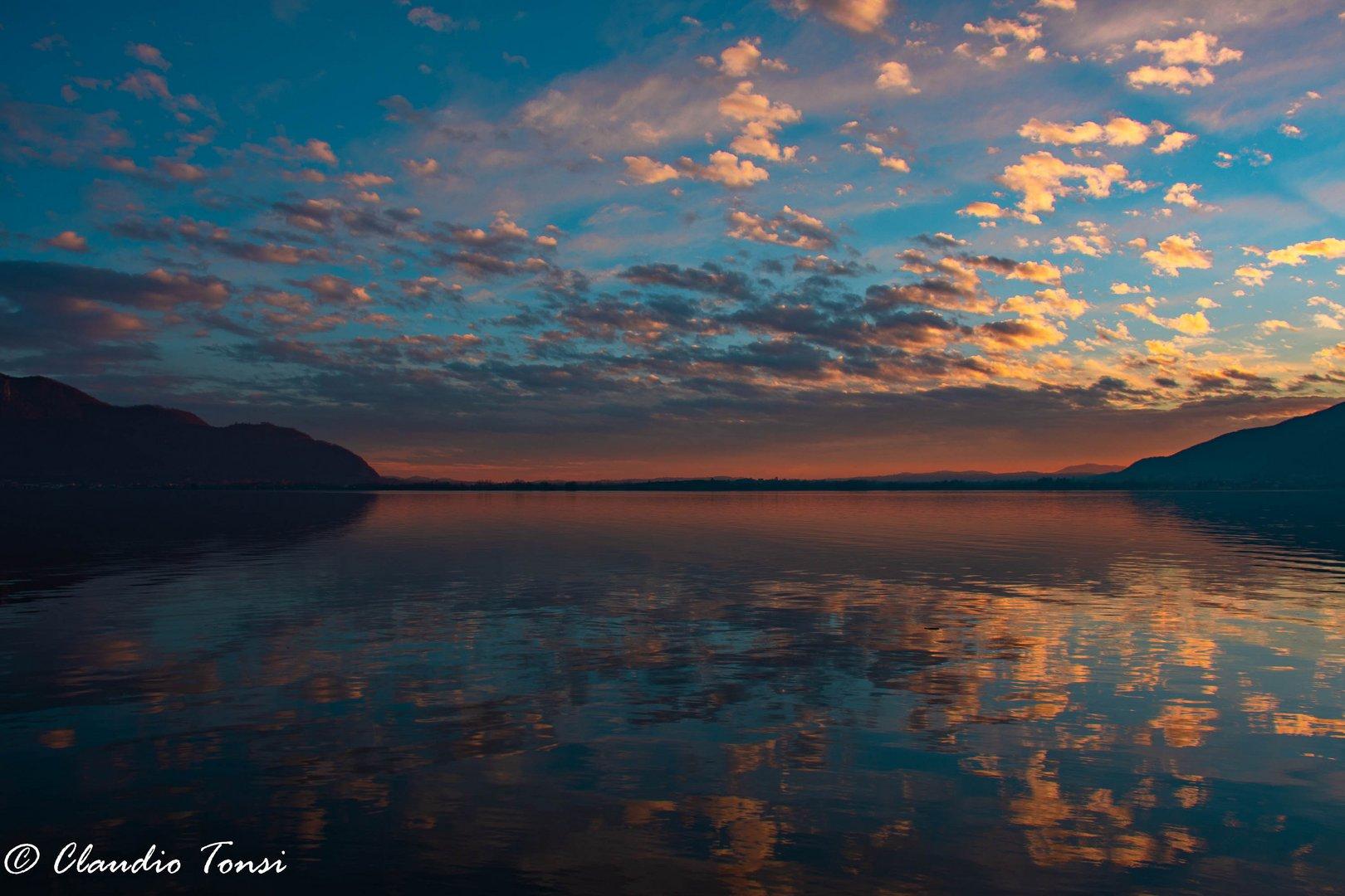 tramonto su lago