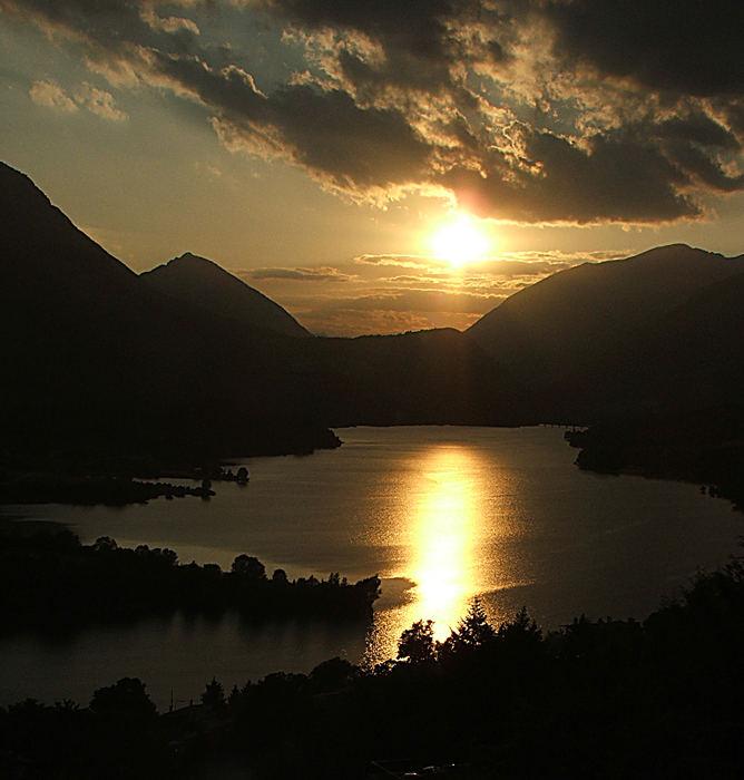 tramonto sul lago barrea