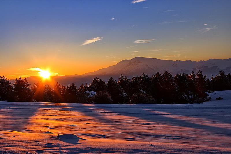 Tramonto sulla neve foto immagini paesaggi albe e for Immagini per desktop inverno