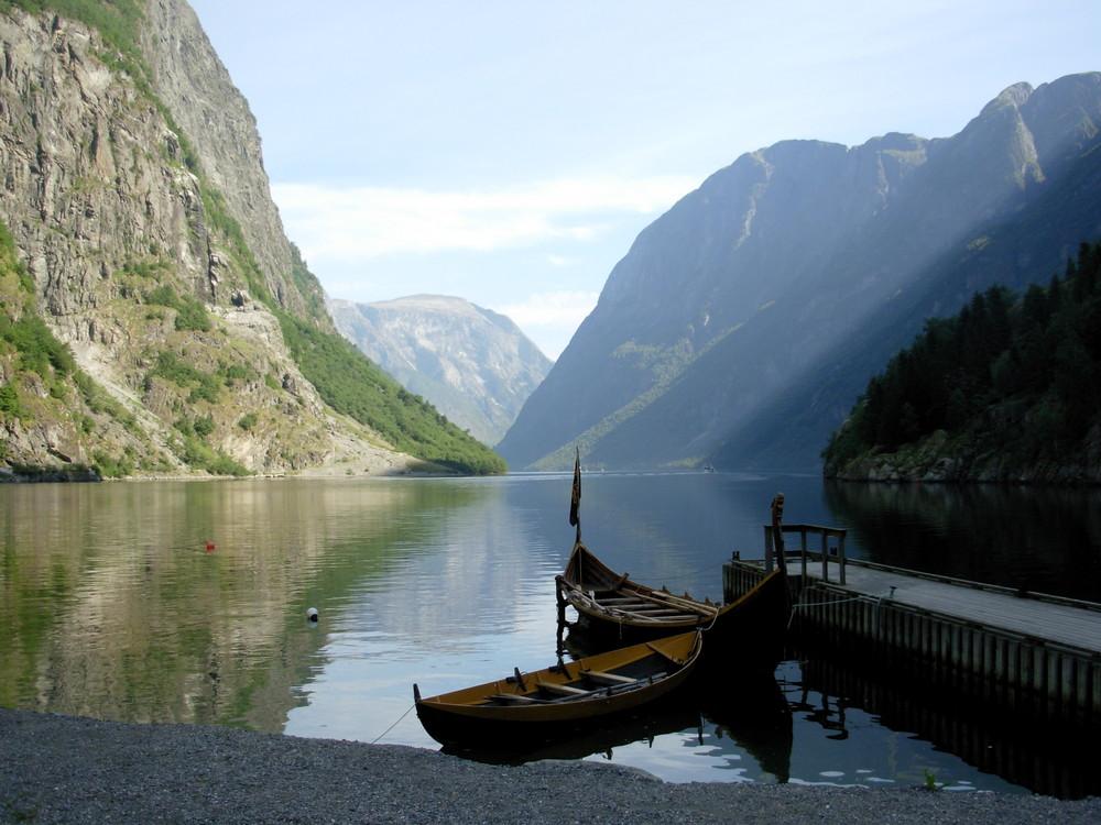 Tranquilidad en los fiordos de Noruega
