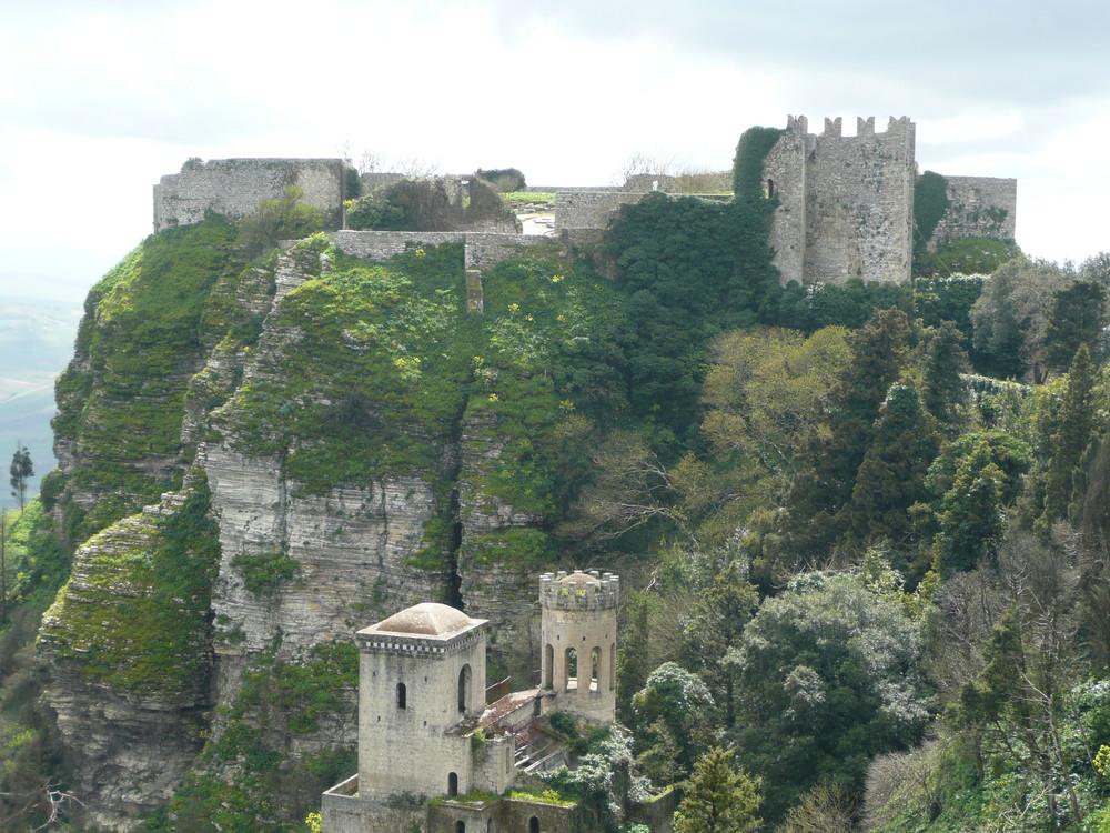 Trapani-Erice Ein sehr schöne Festung, mit aktives leben bis Heute.