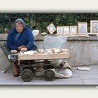 TRAS EL TELON DE ACERO AÑO 1978-CZETOCHOVA-POLONIA Vendedor callejero