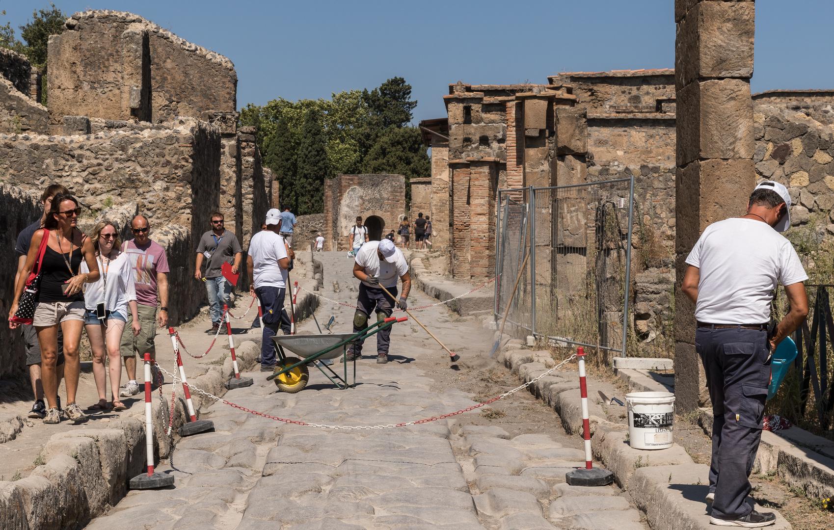 """Traumjob """"Straßenfeger in Pompeji"""""""