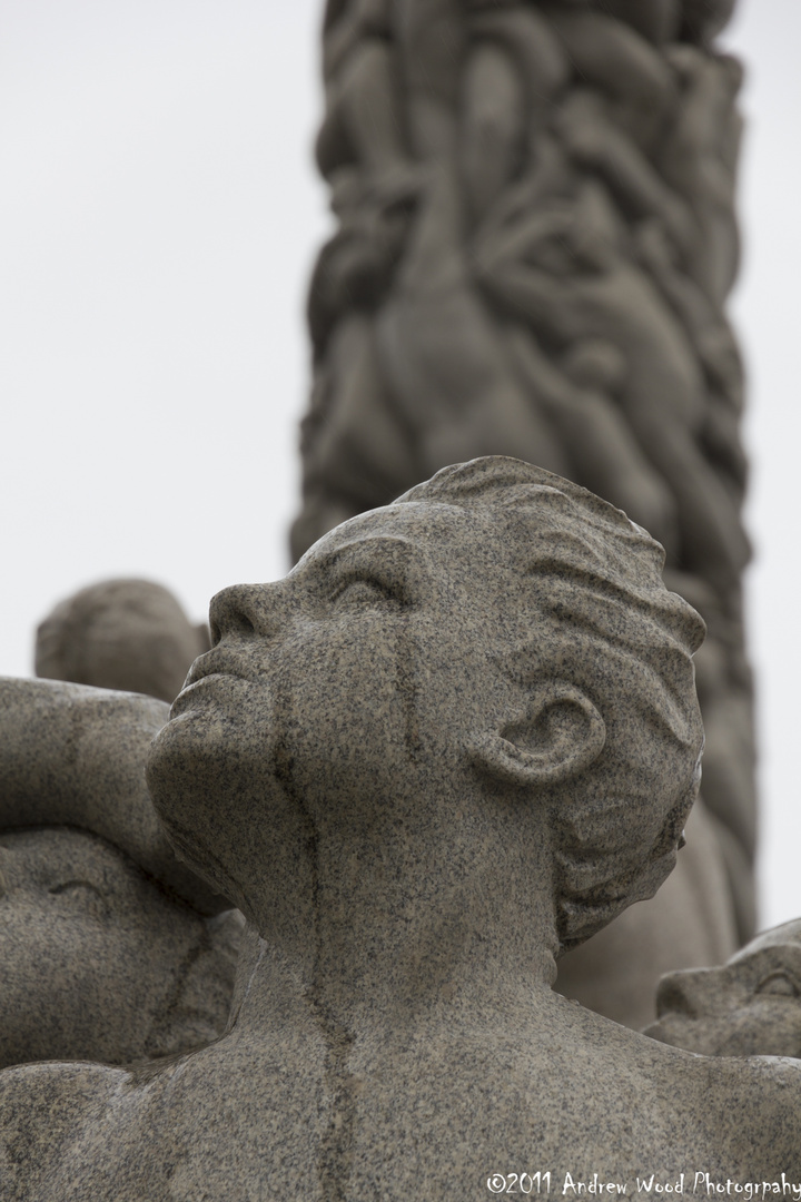 Traurig Statue