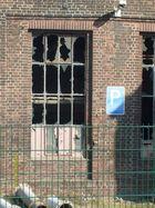 Trauriger alltag auf Industrieanlagen-Zerstörte Fenster