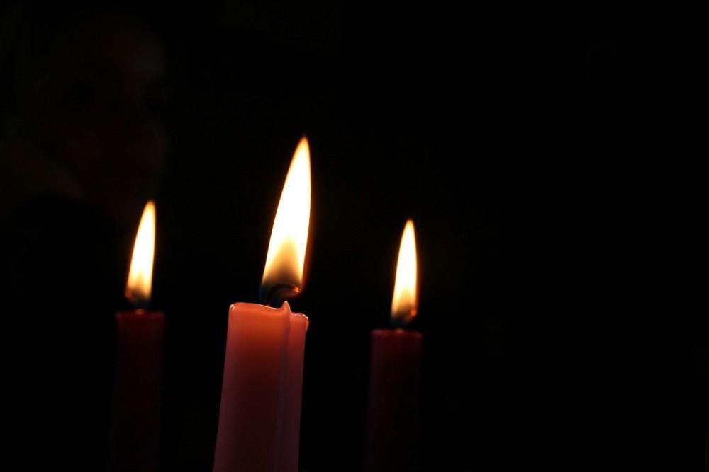 tre fiamme nel buio
