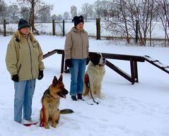 Treffpunkt Hundeschule 2009 - Sitz ! - Und stillgestanden - für die schwatz -