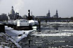 Treibeis auf der Elbe bei Dresden