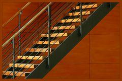 Treppe auf Orange