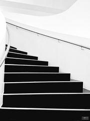 Treppe hoch, links