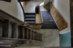 Treppe runter...