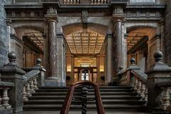 Treppe zu den Bahnsteigen (2)