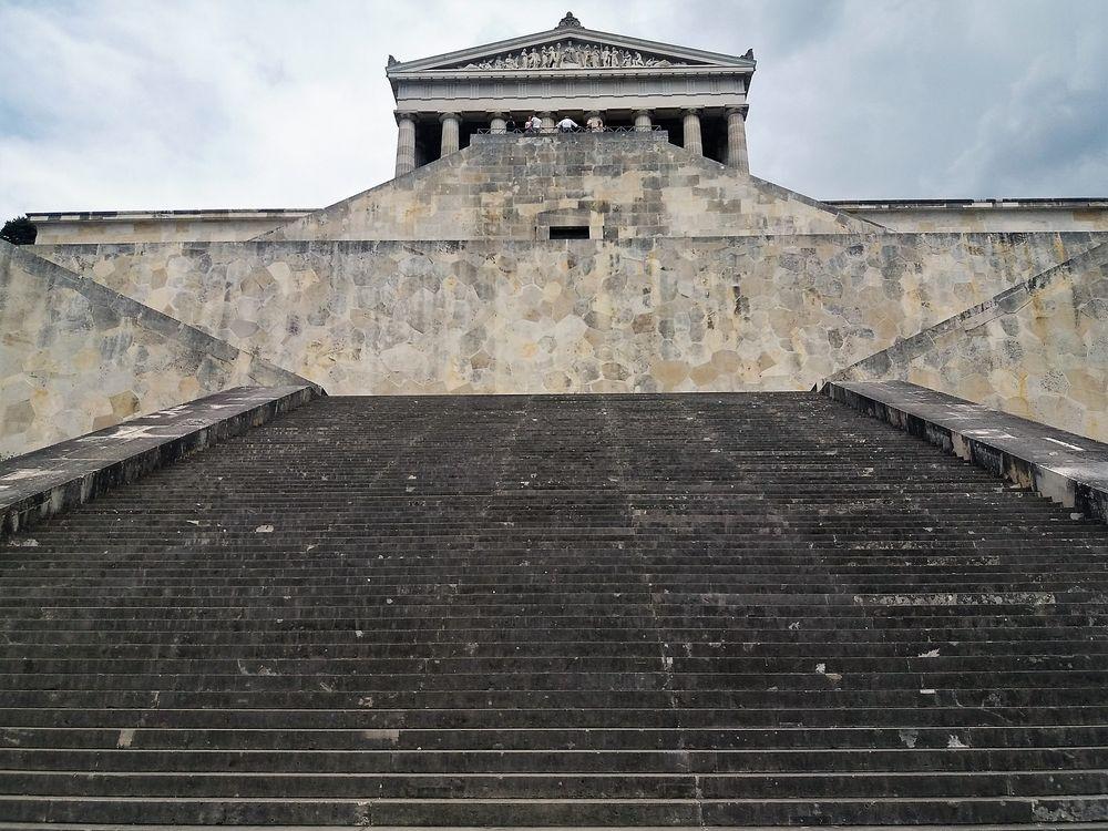 Treppe zum Tempel Walhalla J5-18