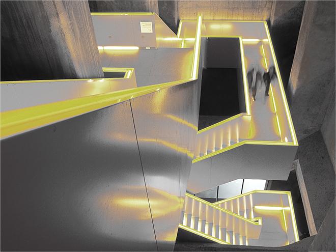 Treppenhaus architektur  Treppenhaus Foto & Bild | schatten, abstrakt, architektur Bilder auf ...