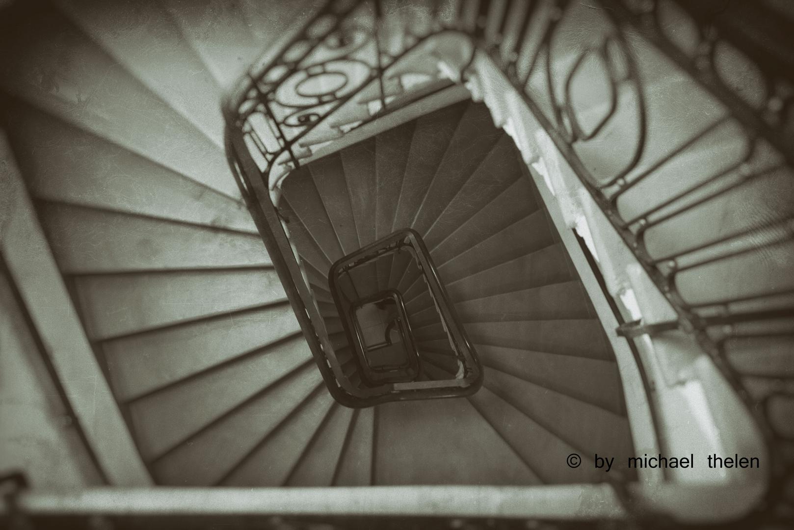 Treppenhaus im Haus der Universität ohne Menschen