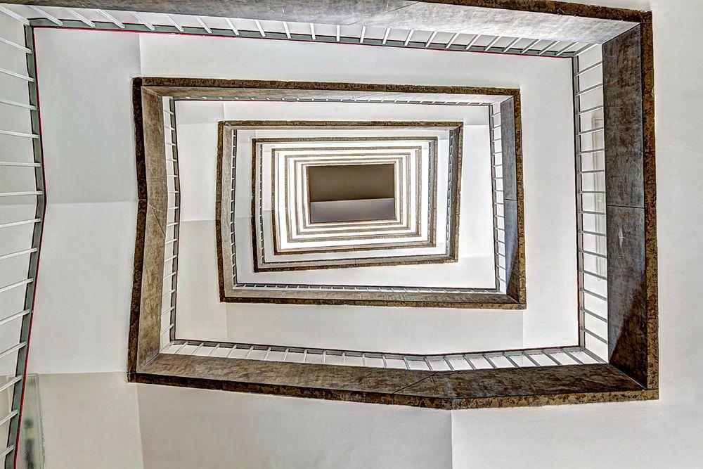 * Treppenhaus von unten *
