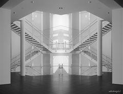 """Treppenhausspiegelung"" im Arp Museum Rolandseck"
