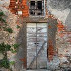 Trezzo d'Adda, porte e finestre