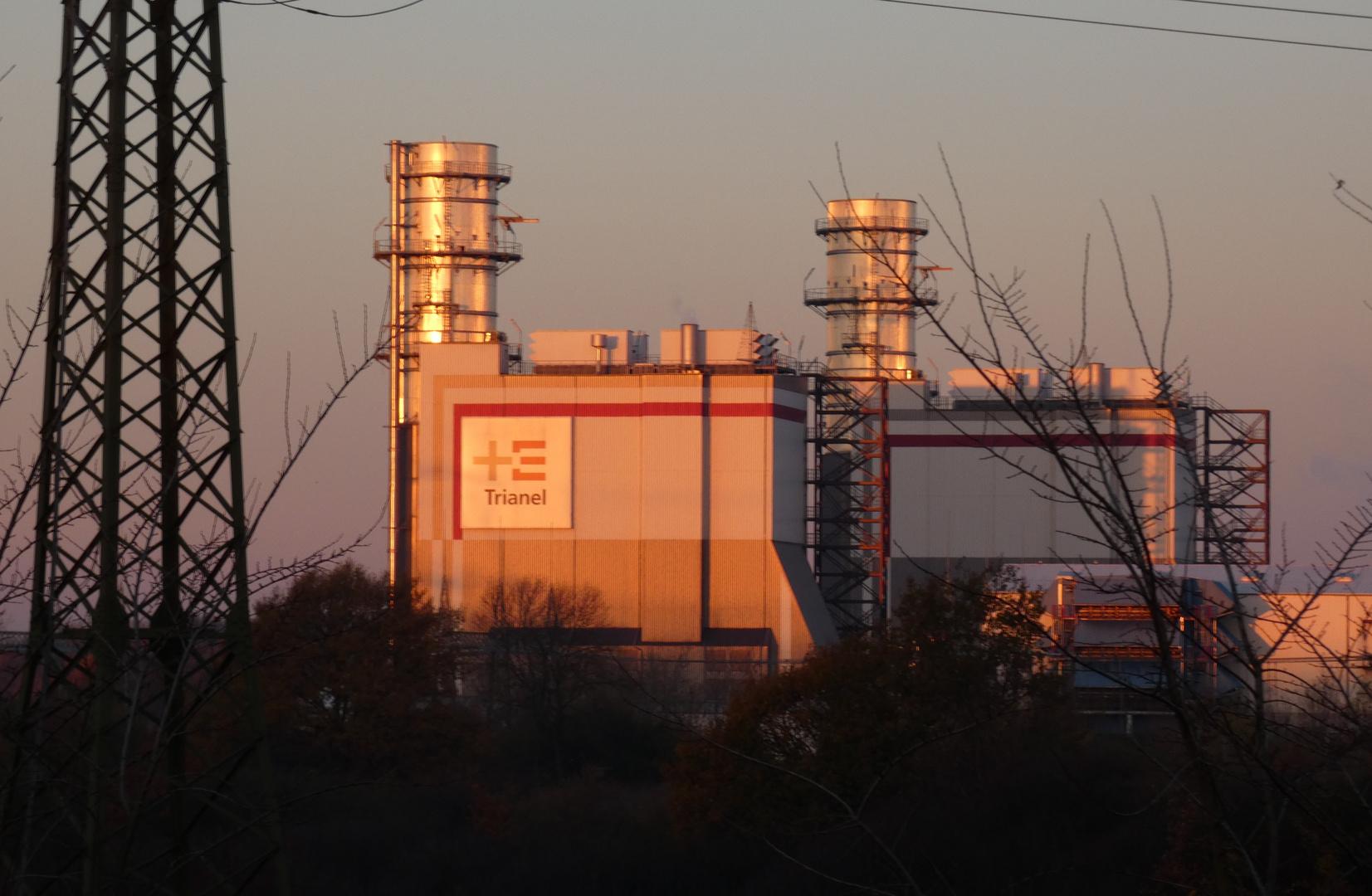 Trianel Gaskraftwerk im Morgenlicht