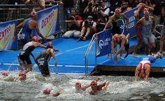 Triathlon Hamburg - Gewühle beim Schimmen