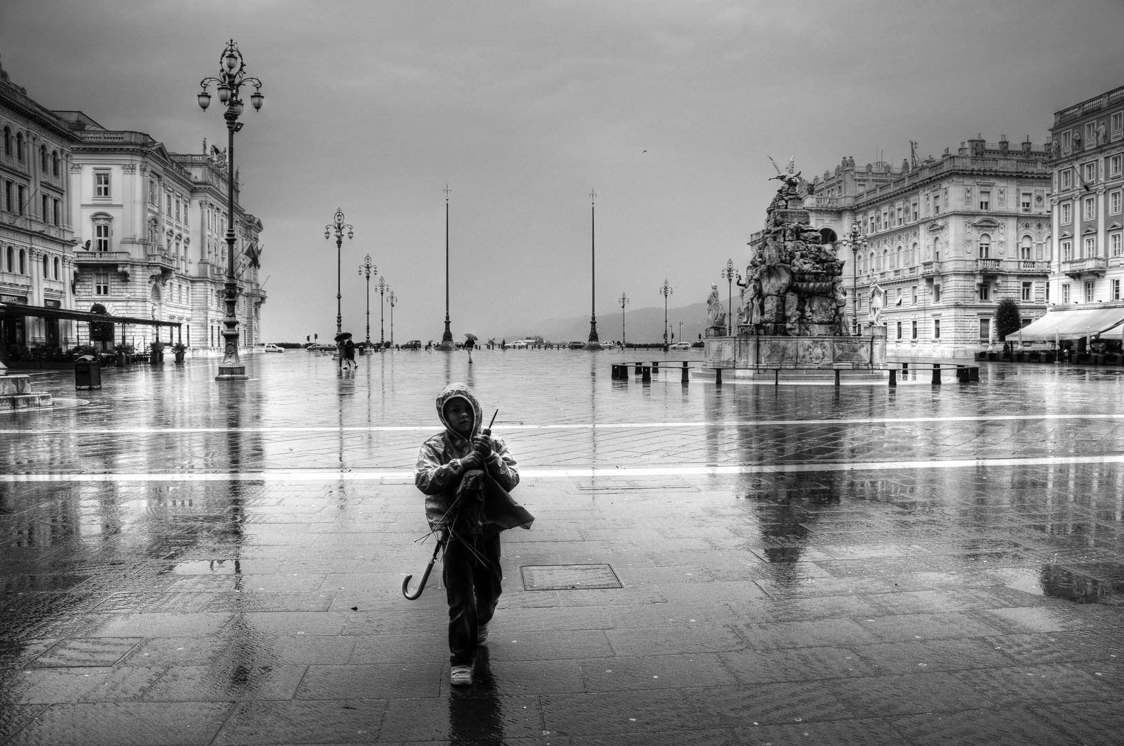 Trieste,la pioggia, il vento e il bambino...