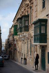 Triq L-Arcisqof, typische Balkonvorbauten in Valetta