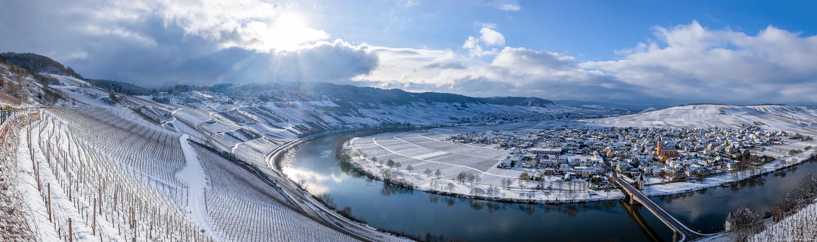 Trittenheimer Apotheke im Winter