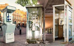 Trois générations de cabines téléphoniques