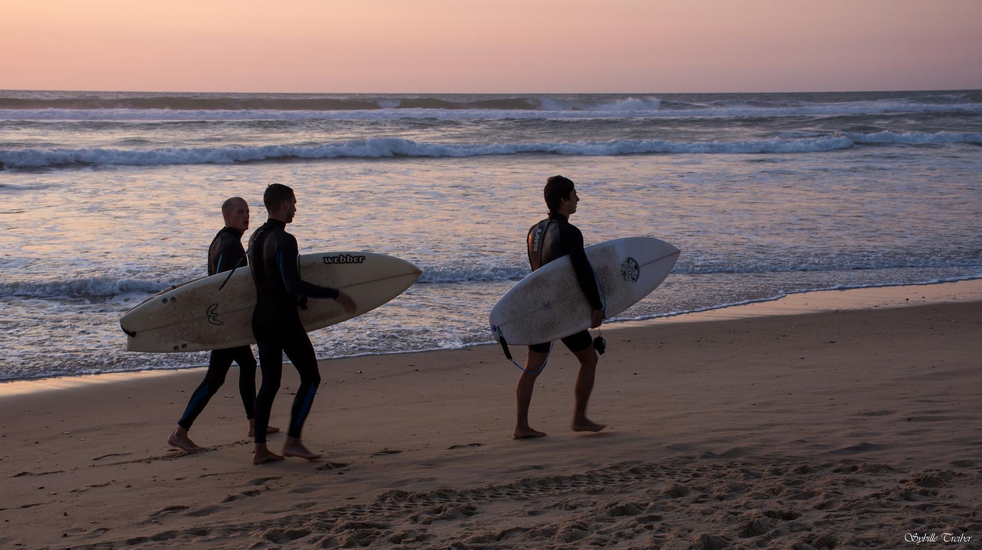 Trois Surfers