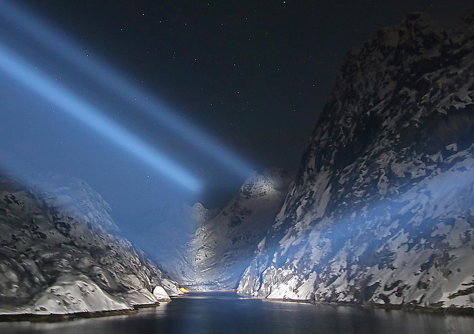 Trollfjord bei Nacht im Winter