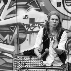 Trommlerin von Pirates of Percussion