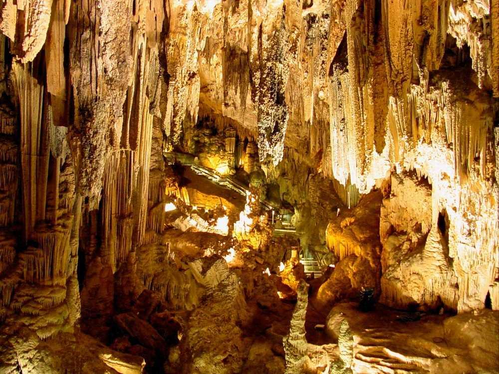 Tropfsteinhöhle - Tief unter der Erde
