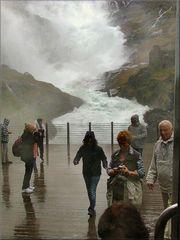 Troppa acqua per me....La cascata di Kjosfoss.