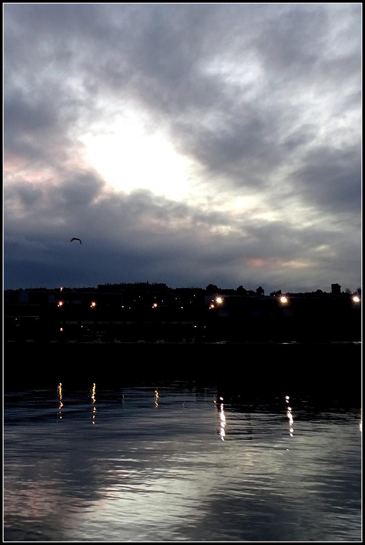 Trouée du soir au port