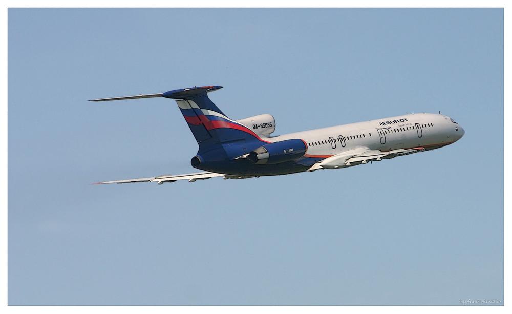 TU 154M der Aeroflot verlässt Düsseldorf