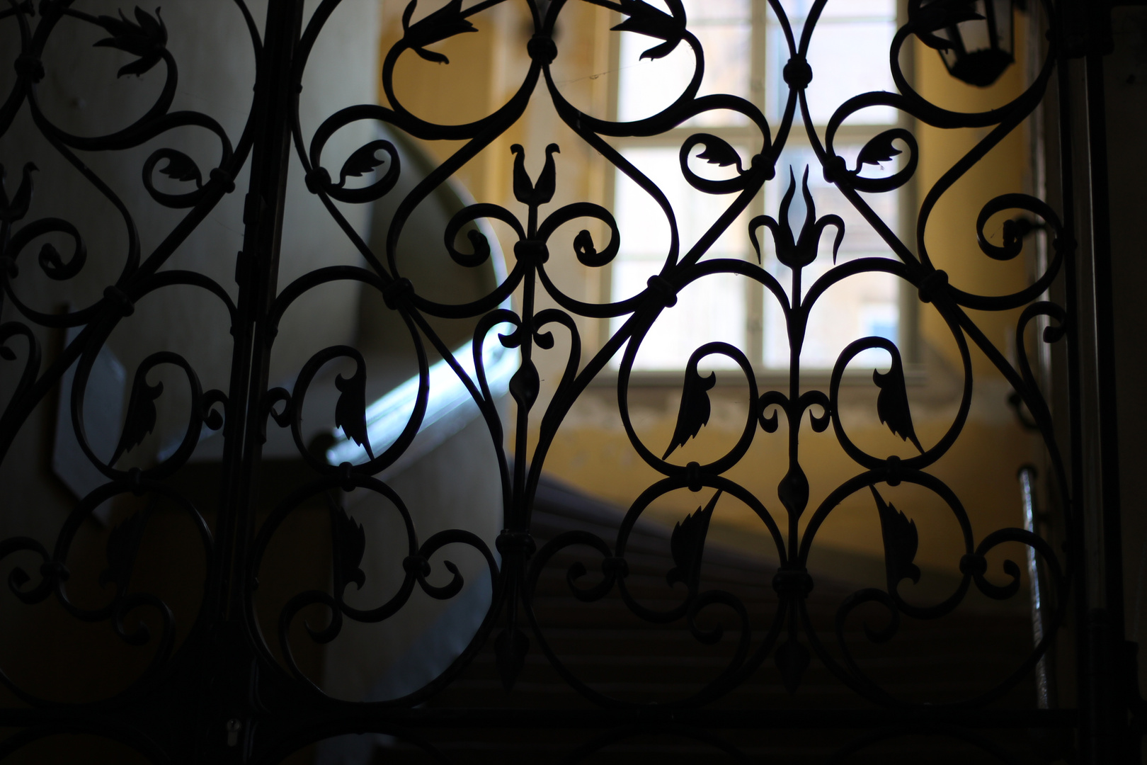 Tür in einem Durchgang im Schloss Köthen