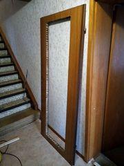 Tür mit Loch