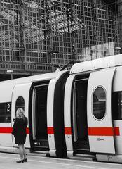 Türen schließen und Vorsicht an der Bahnsteigkante...##1442#