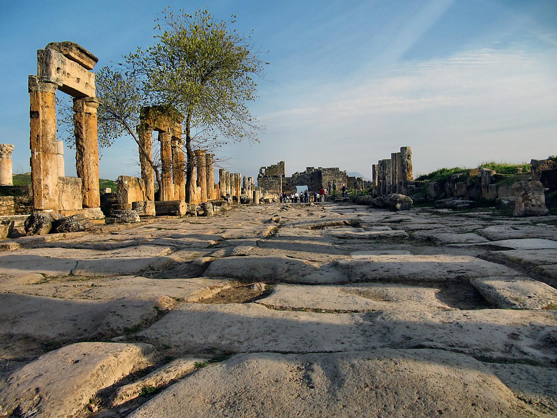 Türkei: Entlang der alten Römerstraße. In der antiken Stadt Hierapolis. Türkei