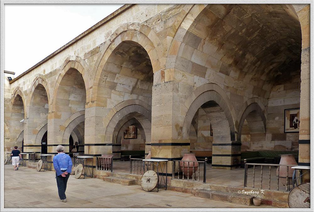 Türkei - Karawanserei Saruhan - Seitentrakt des Innenhofes
