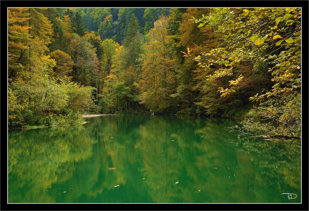 Türkisblau-grüner See entdeckt