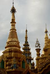 Türme der Shwedagon Pagode