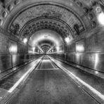 Tunnel mit Geschichte - und Kontrast