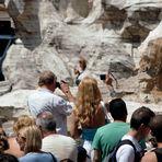 Turisti a Roma: Fontana di Trevi 2